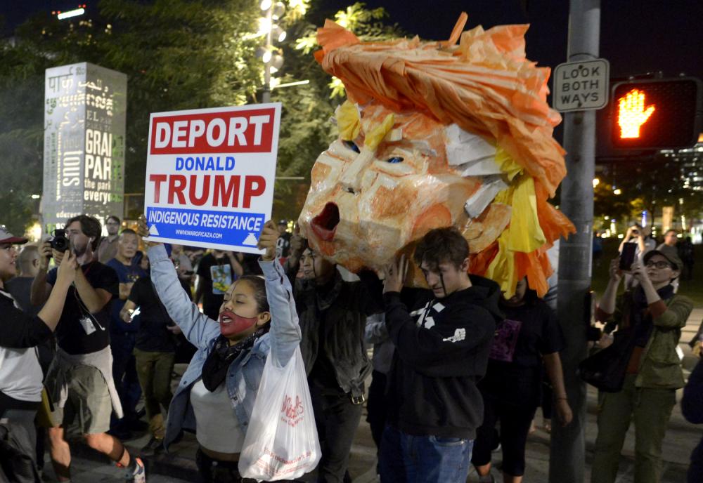 """SAD: Demonstracije nazvane """"Režim Tramp/Pence mora otići"""""""