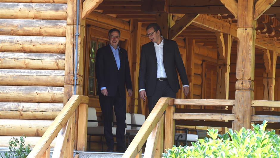 Konferencija za medije: Dejvid Mekalister hvali Vučića i kaže da će Srbija u EU posle otvaranja svih poglavlja