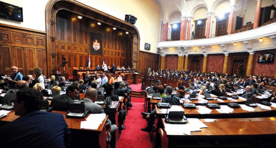 Skupština Srbije: prodajemo ili poklanjmo zemlju strncima?