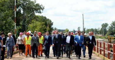 Vučić i obilasku radova na autoputu Surčin – Obrenovac