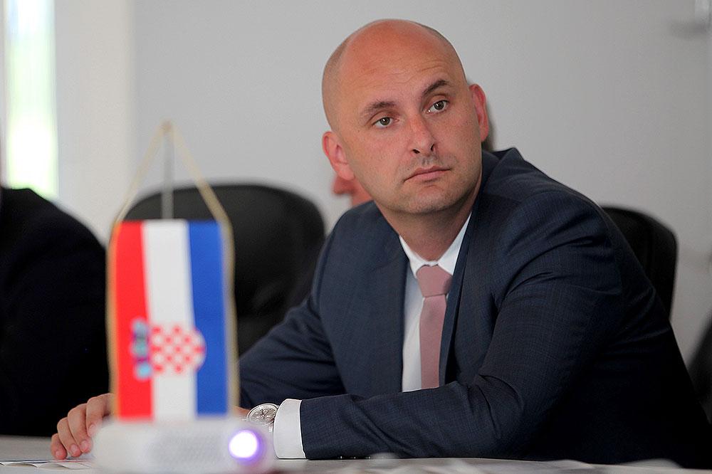 Hrvtski poljoprivrednici: Tolušić je kriv za trgovinski rat, posao je odradio fušerski