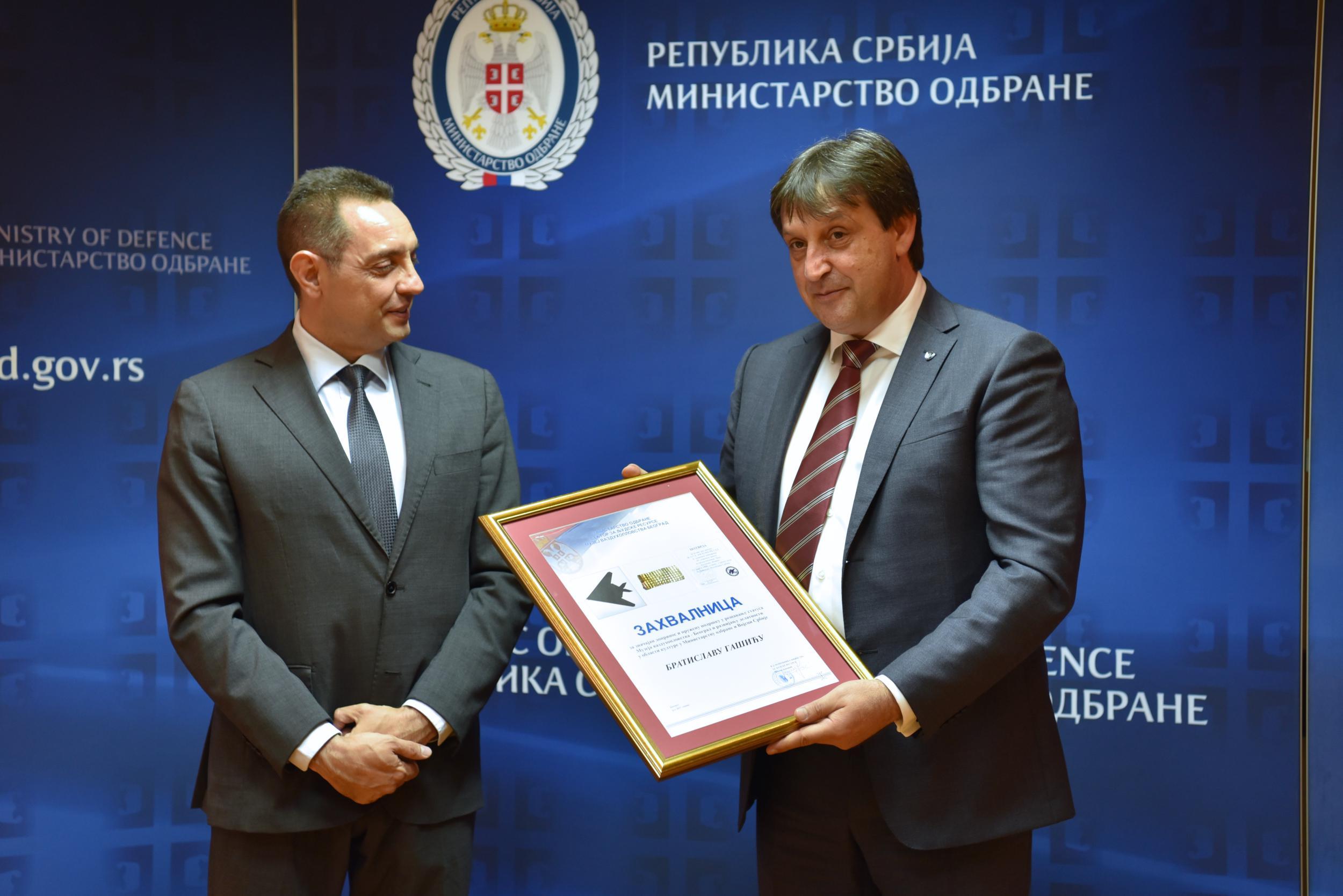 Vulin uručio zahvalnicu Gašiću