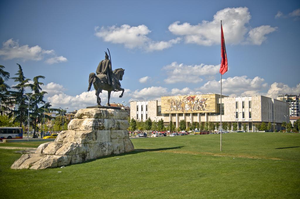 Neslavna lista: Albanija prva u pranju novca!