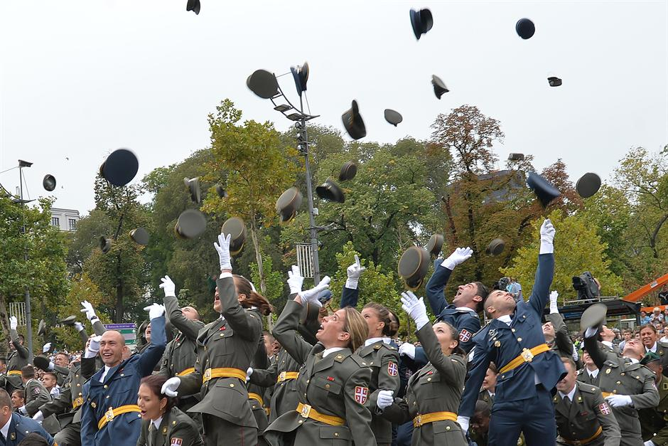 Velika svečanost ispred Skupštine: promovisna nova klasa oficira VS