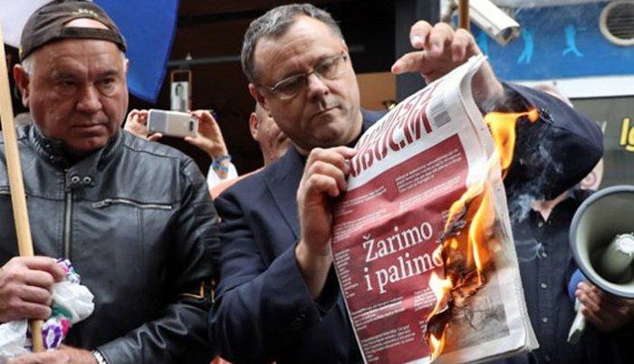 Zagreb: novinari traže da Plenković osudi paljenje Novosti
