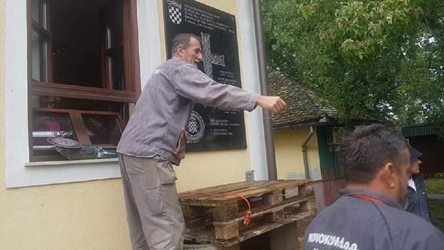 """Jasenovac: Skinuta pliča sa natpisom """"Za dom spremni"""""""