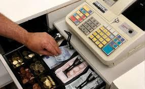 Novosti iz NBS: Uz platnu karicu i keš kupcima