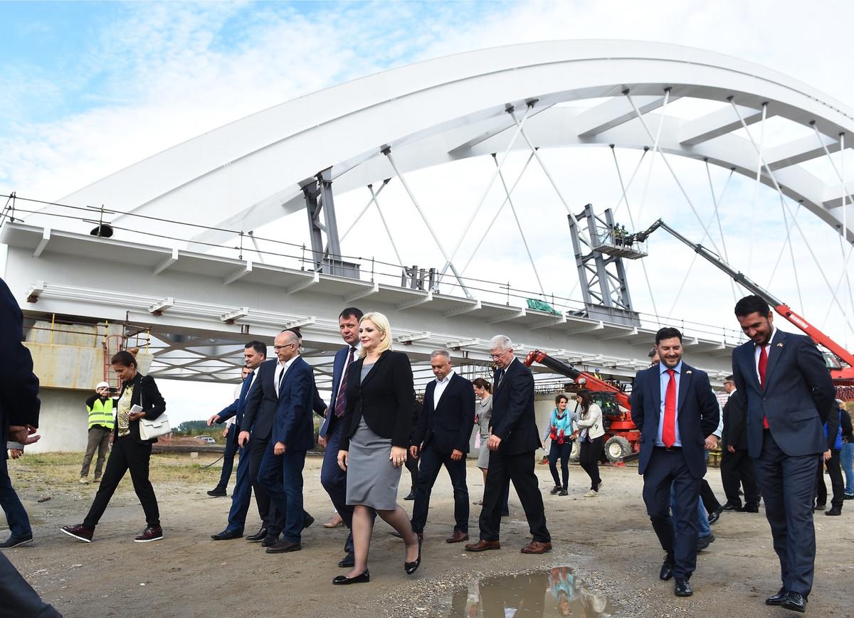 Zorana Mihajlović obišla radove na Žeželjevom mostu: bilo je radnika!