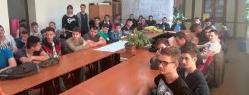 Skupština Srbije: Vraća li se Srbija u vreme Čarlsa Dikensa?