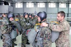 Izvedeni skokovi srpskih i američkih padobranaca