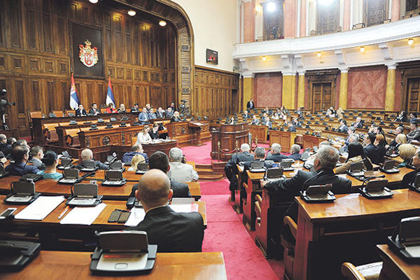 Pitalice poslanika: kako su siromašni građani darovali predsedničku kampanju Aleksandra Vučića sa 40.000 dinara?