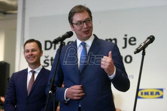 Dojče vele: Autokratija ili diktatura u Srbiji: Vučić – predsednik, premijer, vođa navijača, bezbednjak…