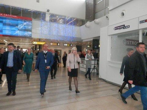 """Zorana Mihajlović posetila aerodrom """"Nikola Tesla"""": da – za vanredne izbore"""