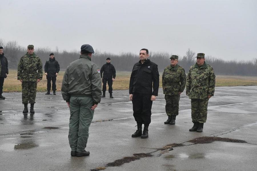 #Reagovanje: čiju uniformu nosi ministar Vulin?