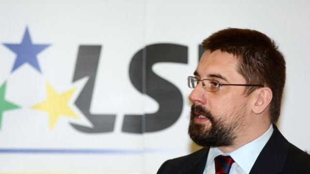 LSV: Crkva da plati porez a novac uložiti u biblioteke