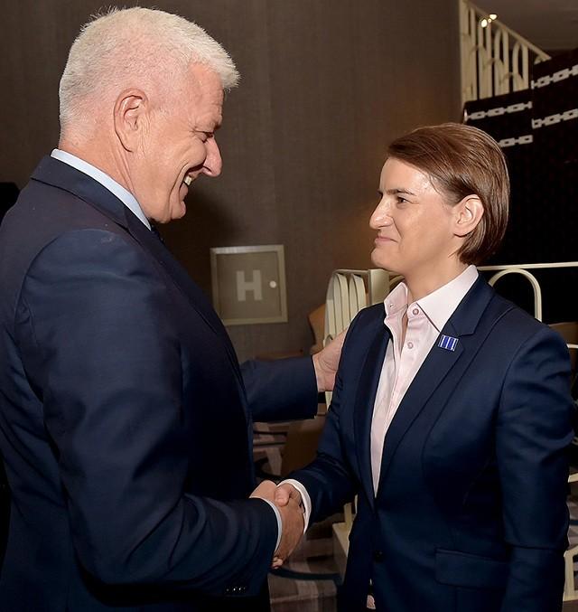 Vlada Crne Gore osuđuje reči Amfilohija o srpskoj premijerki!