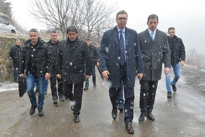 Vučić na KiM: položio  na mestu gde je ubijen Oliver Ivanović