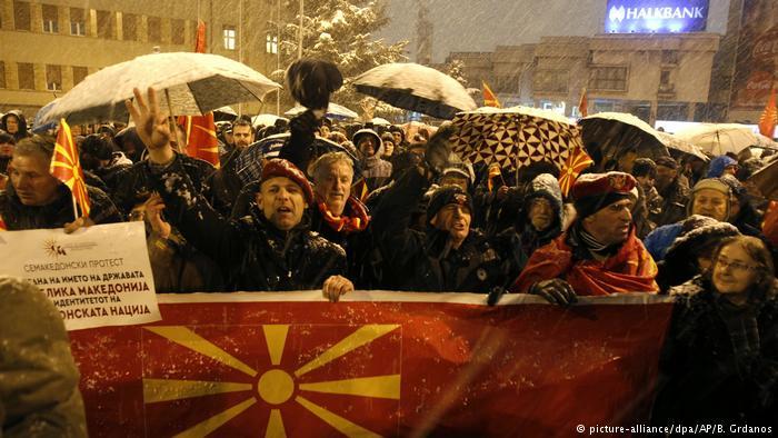 """Protest u Skoplju: """"Zaev, ti si izdajnik!"""""""