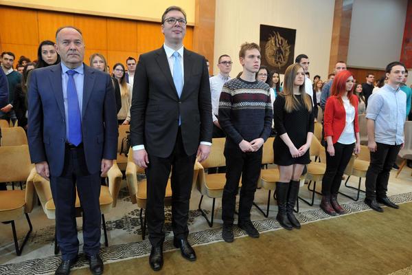 Poruka Predsednika nadarenim studentima: ostajtre u Srbiji – ništa nije važnije od toga!