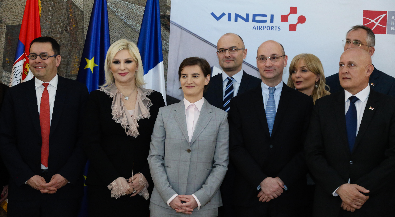 """Svečanost u Palati """"Srbija"""": potpisan ugovor o koncesiji aerodroma """"Nikola Tesla"""" sa kompanijom Vansi erports"""