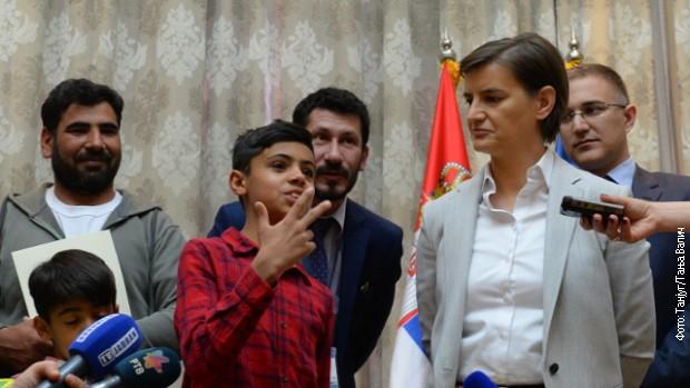 Mali slikar Ferhad Nuri i njegova porodica dobili državljanstvo Srbije