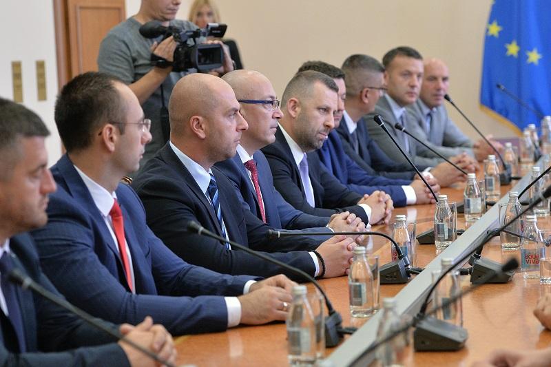 """""""Zeri"""" poslanici Srpske liste postali opozicija – ministri ostali u foteljama"""