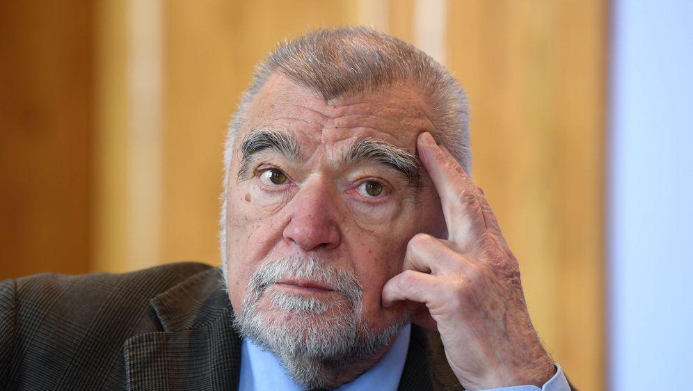HRVATSKA/ Mesić razmišlja ponovo da se kandiduje za predsednika!