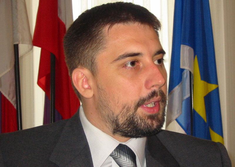 Bojan Kostreš: Vlada da kaže kada će da pojeftini gorivo