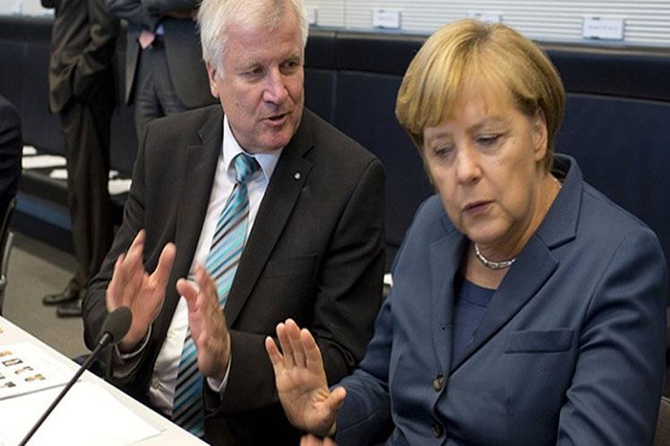 NEMAČKA/ Angela Merkel u velikim problemima sa Horstom Zehoferom