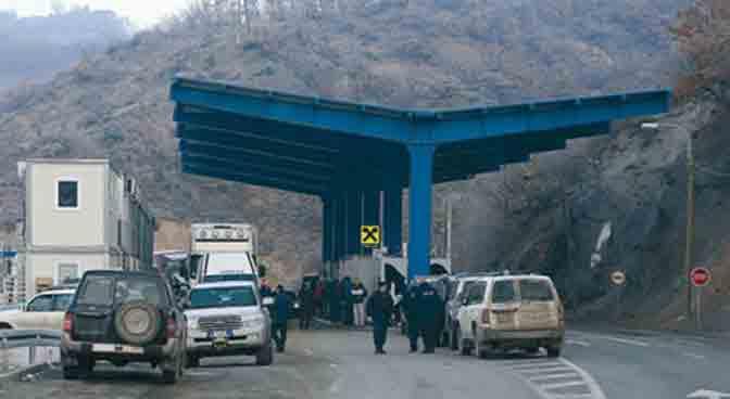 """Kosovska """"GazetaExpress"""": Srbija poslala vojsku i žandarmeriju blizu granice"""