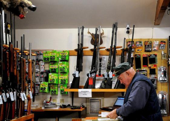 Kosovski Albanci masovno kupuju oružje!