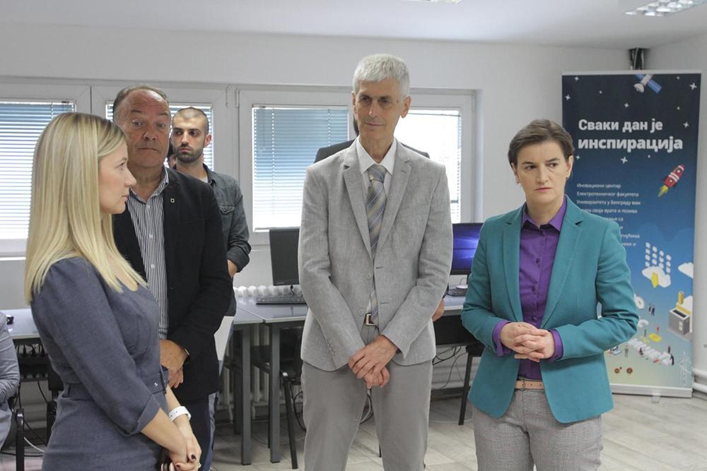 Brnabićeva i Šarčević posetili Inovacioni centar EF