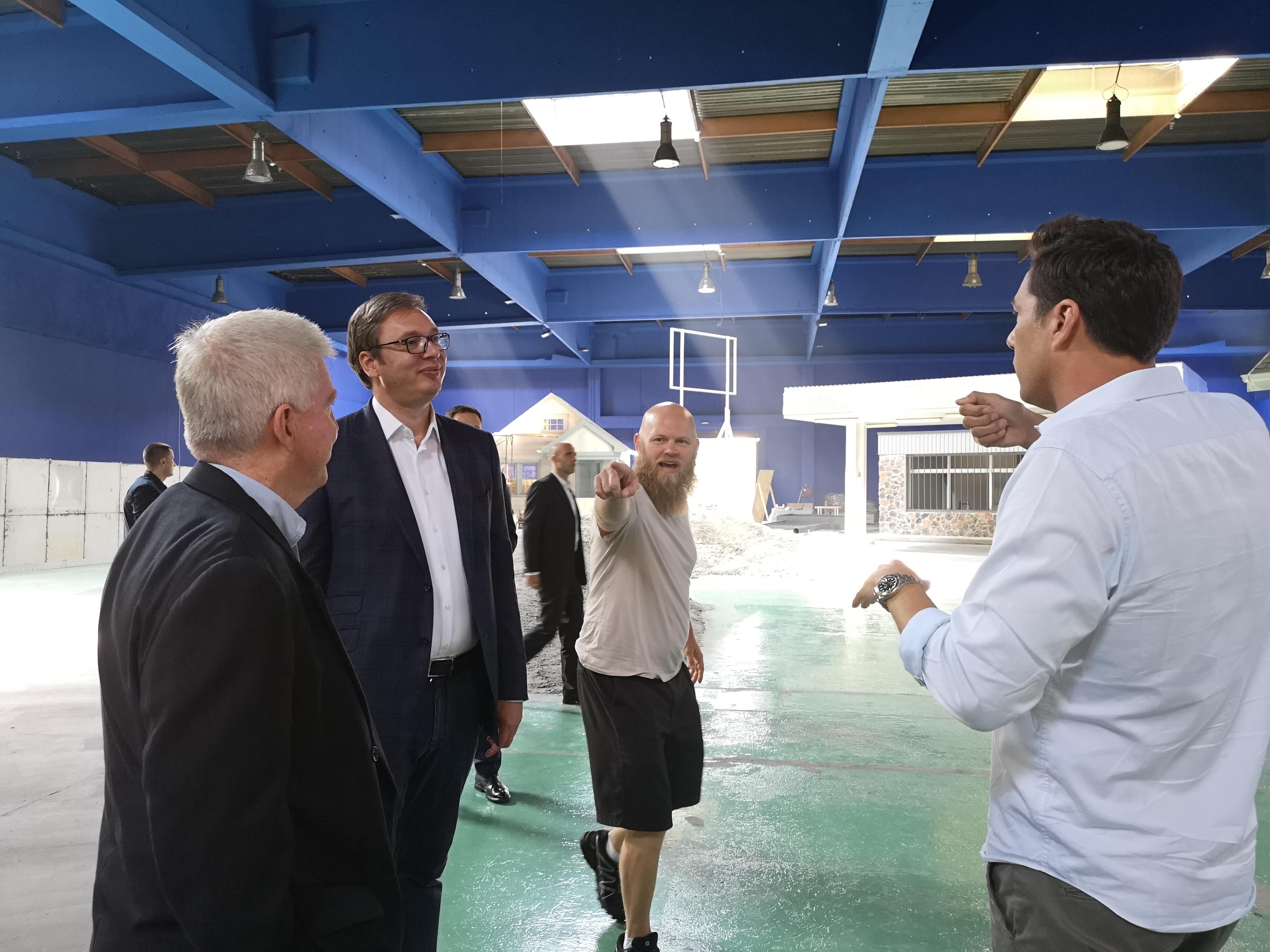 "Vučić sa ekipom američkog filma ""Crawl"""