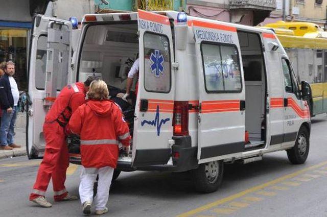 Muke prokupljačke Hitne pomoći: pomagali mu, a on ih povredio