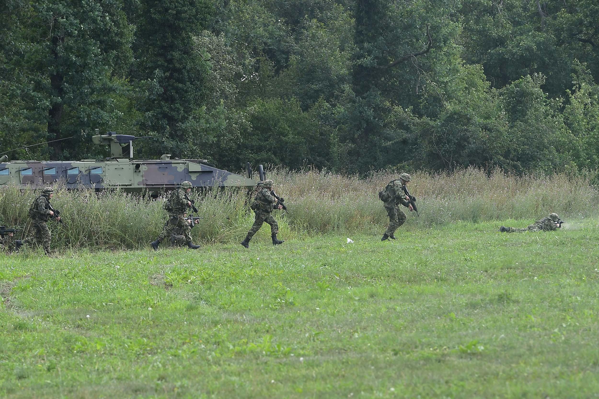 Vučić iznenadio Vojsku – tražio (vanrednu) vežbu gađanja u Nikincima!