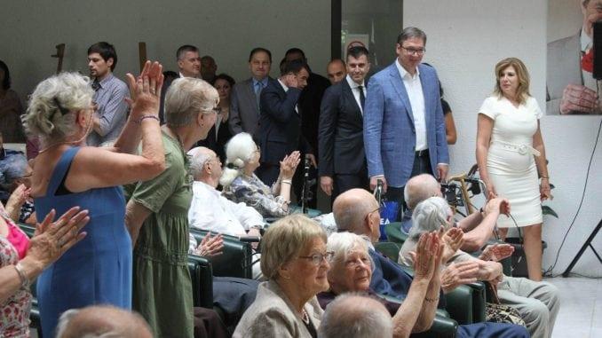 PENZIONERI: Vučić posetio Gerontološki centar na Bežanijskoj kosi