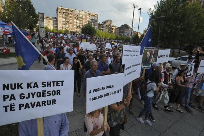PRIŠTINA: Građani traže ostavku tužioca i Hradinaja