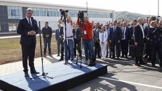 """NIŠ – DEVETNAESTI PUT: Vučić otvorio fabriku koja će """"osvetljavati"""" svet"""