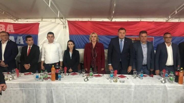 PODRŠKA: Ministar u vladi Srbije Nedimović na predizbornom skupu sa Dodikom