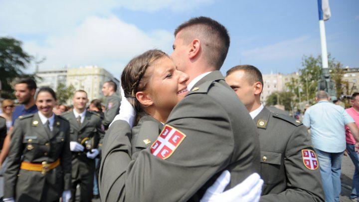 VOJNA AKADEMIJA: Letele su šapke – Srbija dobila najmlađe oficire!
