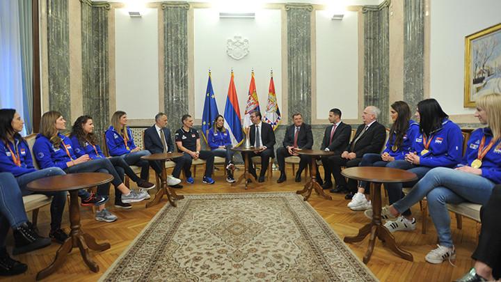 ZLATO: Odbojkašice kod Vučića