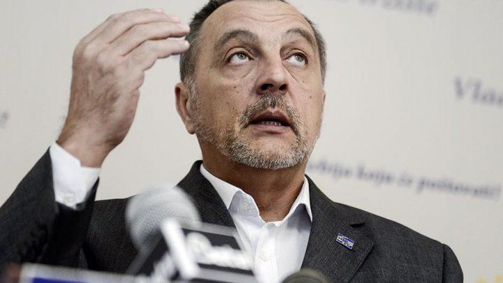 POSLANIČKA PITANJA: Da li je Vučić ugrožen kada ga na putu za Kazahstan prate migovi?