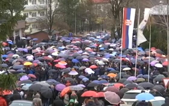 KOSOVSKA MITROVICA: Sto posto: nastavak protesta