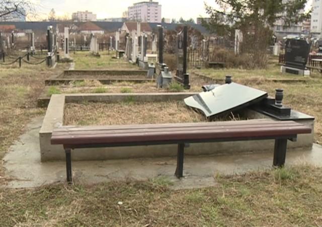 U čast Vojske: Oskrnavljeno groblje u Lipljanu