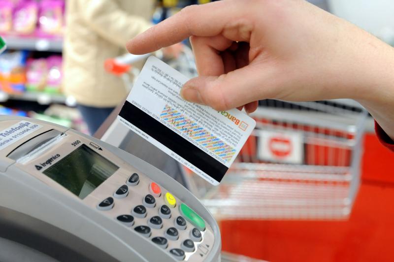Kamatica: Zašto su banke blokirali račune građana?