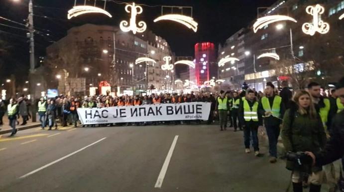 """Iza scene protesta u Srbiji: """"Vučić, Đilas, ista …"""""""