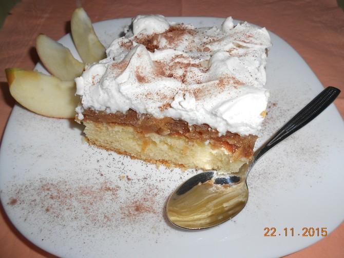 Recepti: Pita od jabuka sa šlagom