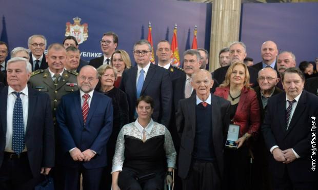 Dan državnosti: Vučić uručio odlikovanja zaslužnim pojedincima i institucijama
