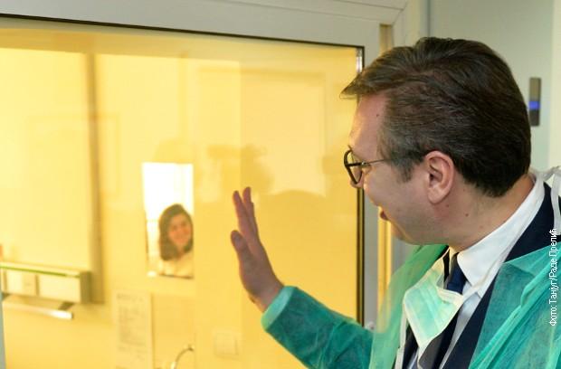 Vučić : Predstoji povećanje primanja zdravstvenim radnicima