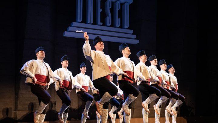 Gala koncert ansambla Kolo u velikoj dvorani Palate UNESKO u Parizu